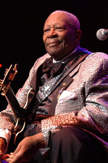 get ready to rock  review of gig featuring blues guitarist b b king royal albert hall london 28